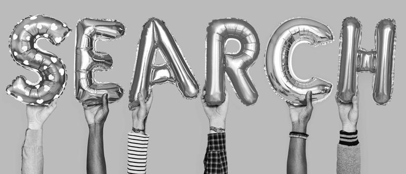 """Luftballonbuchstaben """"SEARCH"""" als Symbol für Suchmaschinenoptimierung"""