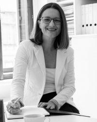 Die Texterin Claudia Riedmann in ihrem Büro in Wien