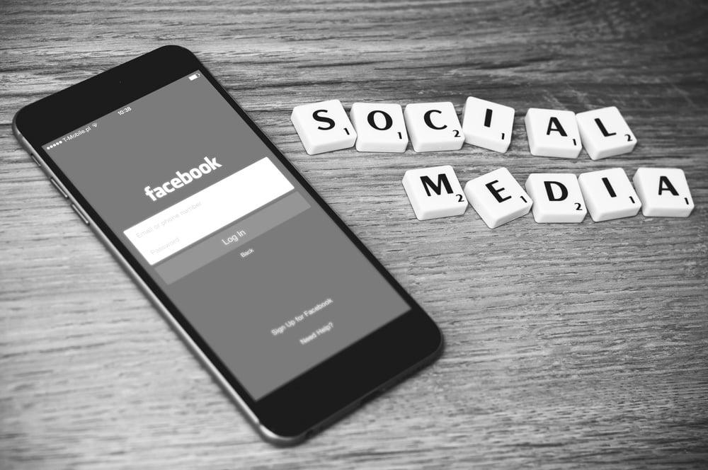 Smartphone mit Social-Media-Anwendung